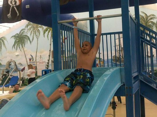 Francis Scott Key Family Resort: My son on the pool slide. FUN...FUN...FUN!!!