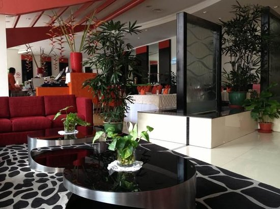 Abell Hotel: Lobby & Dining Area