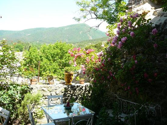 Chambre d'Hote Le Theron: Terrasse petit-dejeuner
