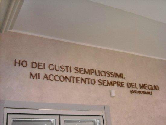 Molineris : All' interno del locale primeggia questa scritta .