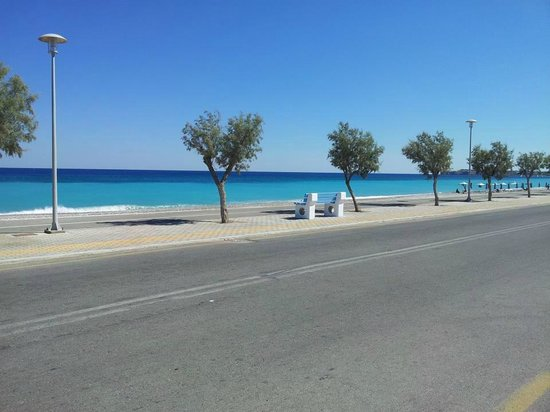 Afandou, Greece: Road along the beach