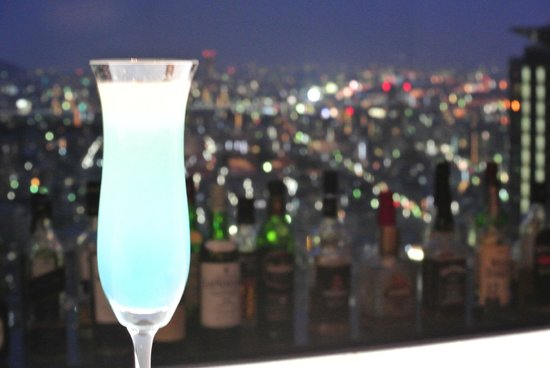 ANA Crowne Plaza Kobe: the special drink of the hotel with the view at the background
