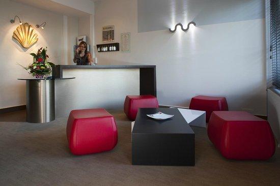 Le Relais Saint-Jacques : réception hôtel