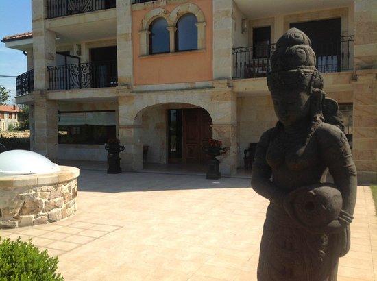 Hotel Mies de Rubayo: exterior