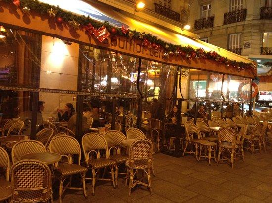 Le Soufflot Cafe: Um convite aos passantes