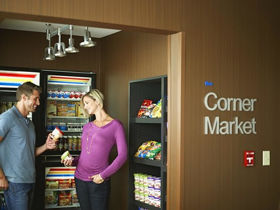 Fairfield Inn & Suites Milwaukee Downtown: 24 hour access to food, beverages and necessities at The Corner Market