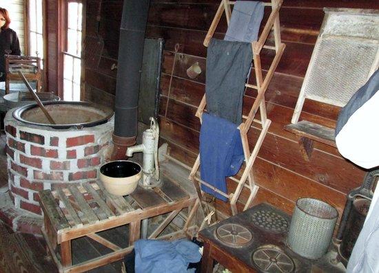 Amish Acres: Laundry Room