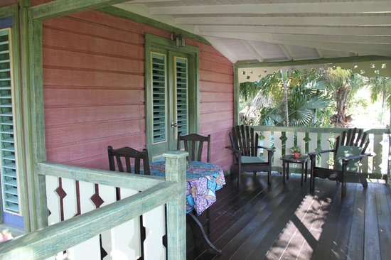 Country Country Beach Cottages: your room waranda