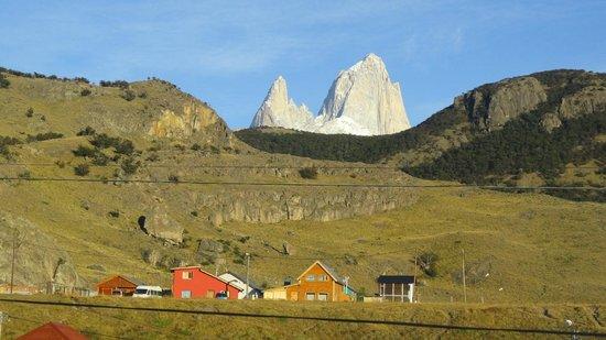 Road to El Chalten: Vista del Cerro Fitz Roy desde la ventana de mi cabaña