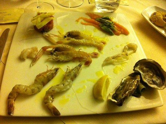 Osteria Caserma Guelfa: Antipasto di crudo di pesce! Gnammy!
