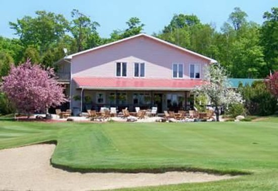 Manitoulin Island Country Club: The Clubhouse at the end of #9.