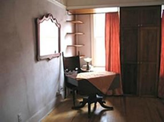 Celeste Guest House: 2nd floor desk