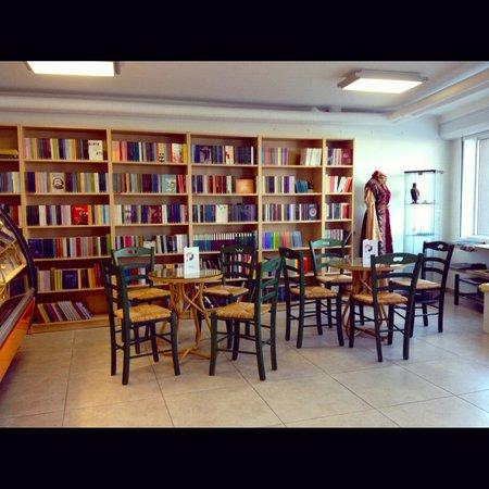 Kedi Cafe And Books Picture Of Kedi Kultur Sanat Merkezi Izmir