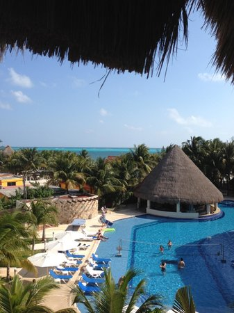Isla Mujeres Palace : Pool from outside our room on the third floor