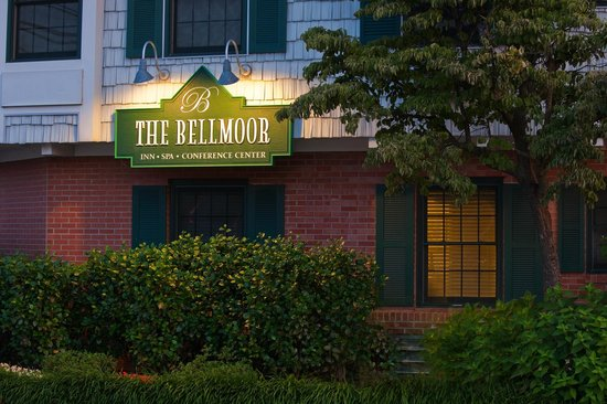 The Bellmoor Inn and Spa: The Bellmoor Sign At Night