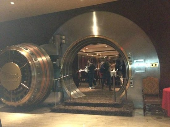 City Food Tours Philadelphia: Del Frisco's Double Eagle Steak House in old bank building.  Touring the bank vault.