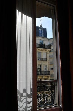 Hotel de France Quartier Latin: View from Window