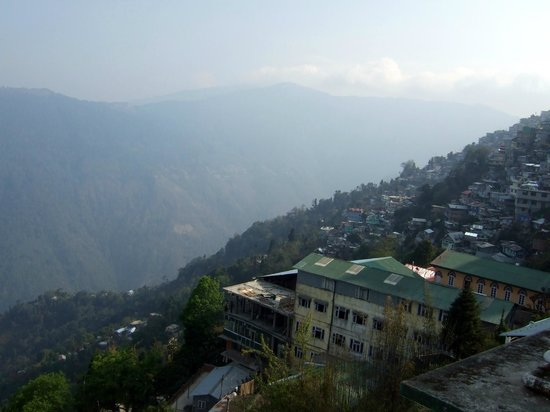 Central Nirvana Resort, Darjeeling: View of the valley from hotel room