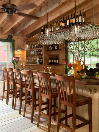 Squam Lake Inn: Bar on the Porch