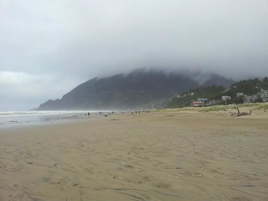 Spindrift Inn: The Beach at Mazanita