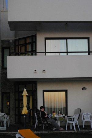 Mirador del Mar Villas: Standing at the pool and look at the villas