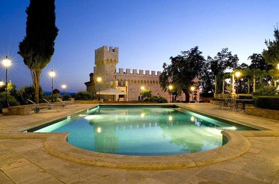 Castello delle Serre: Poolside view