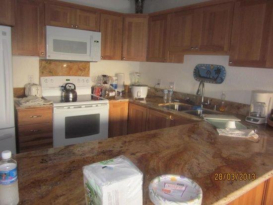 Poipu Kai Resort: beautifu updated  kitchen