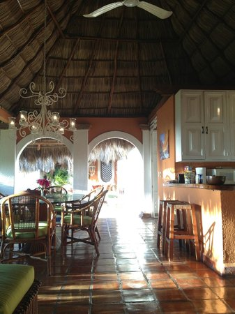 Casa de los Arcos: Dining room and kitchen area, in the palapa