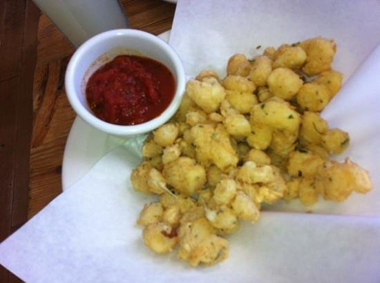 Robert's Maine Grill: fried cheese