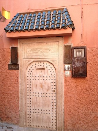 Riad Princesse Jamila: Entrance in a small narrow way very close to center of Medina