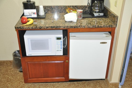 Country Inn & Suites By Carlson, Louisville South : Frig & Microwave In Room