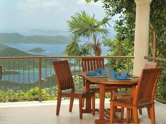 Coral Oasis Villa: Enjoy coffee at this outside dining table