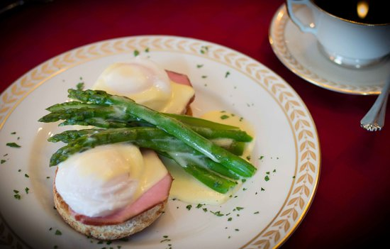 1897 Beekman House: Eggs Benedict with House-made Canadian Bacon