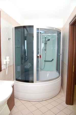 Bagno Con Doccia Idromassaggio E Sauna Picture Of Hotel Ristorante Insonnia Agropoli Tripadvisor