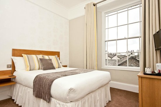 Oakbank House: Lake view double room