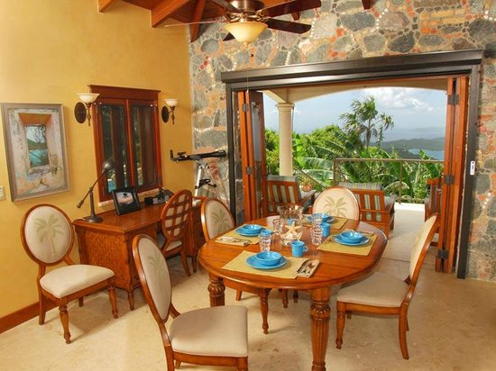 Coral Oasis Villa: The dining area is large enough to accommodate the most scrumptious feasts in style