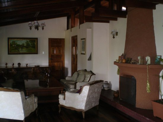 Hotel Desire Costa Rica : sitting area in bar/restaurant