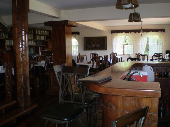 Hotel Desire Costa Rica: Bar and dining area  - gorgeous woodwork throughtout