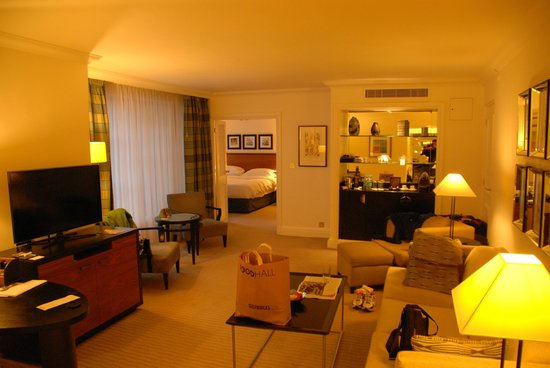 Hyatt Regency London - The Churchill: View of Living and bedroom from entrance