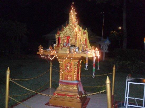 Samui Buri Beach Resort: temple