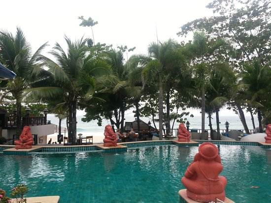 Andaman White Beach Resort: The Pool area with the beach restaurant in front