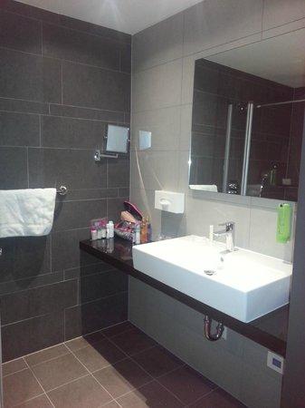 Hotel Golden Tulip Amsterdam West: Bathroom