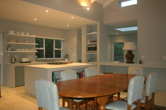 Orchid House: Dining and kitchen area