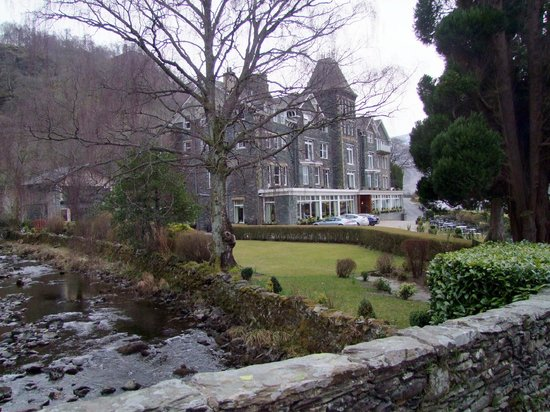 Lodore Falls Hotel: Hotel and grounds