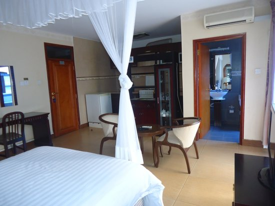 Mosa Court Suites: Hotel room