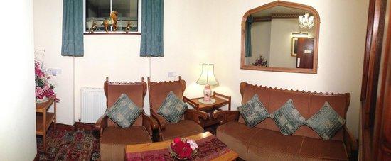 The Garden Hotel & Restaurant: Guest Lounge