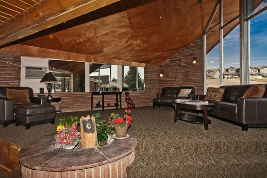 Coyote Mountain Lodge: Come listen to some Johnny Cash in our spacious lobby.