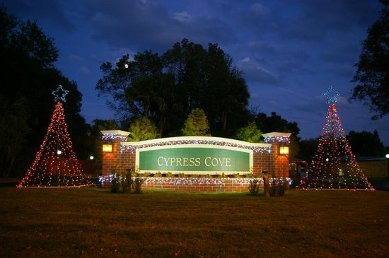 Cypress Cove Nudist Resort: Sign lit up for Christmas