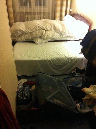 Comet Hotel: salto della valigia