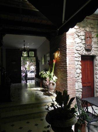 Casa La Fe - a Kali Hotel: Zaguan de acceso